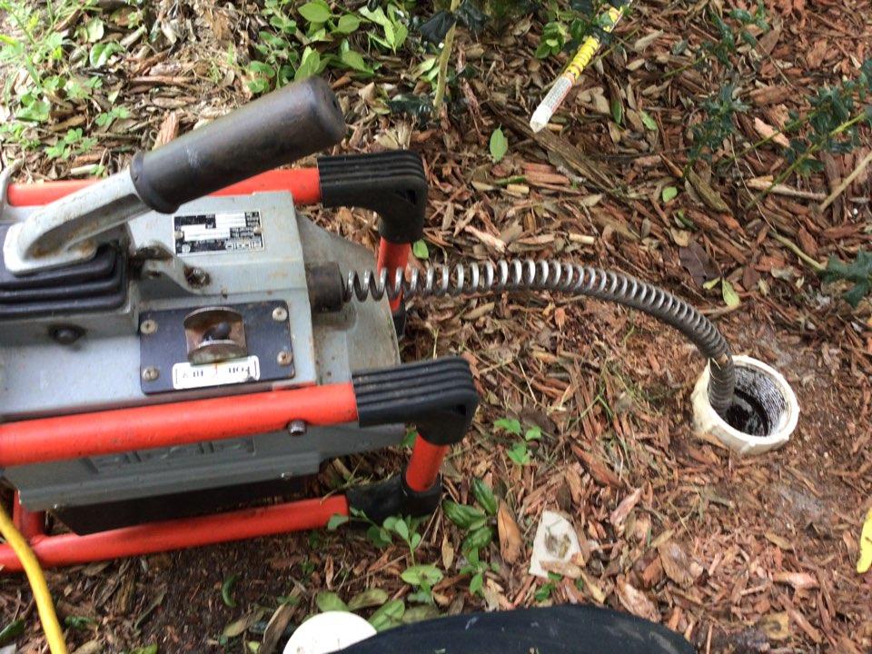 Deltona, FL - Client have main drain line clogged, i cleaner the main drain line with my drain cleaner machine.