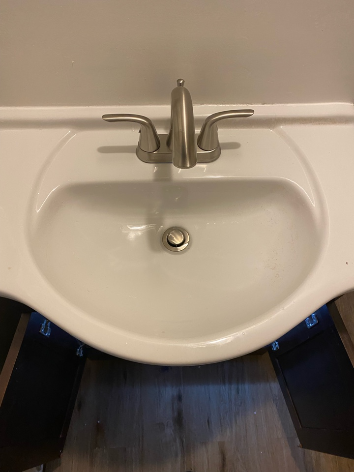 Eustis, FL - Toilet and sink install