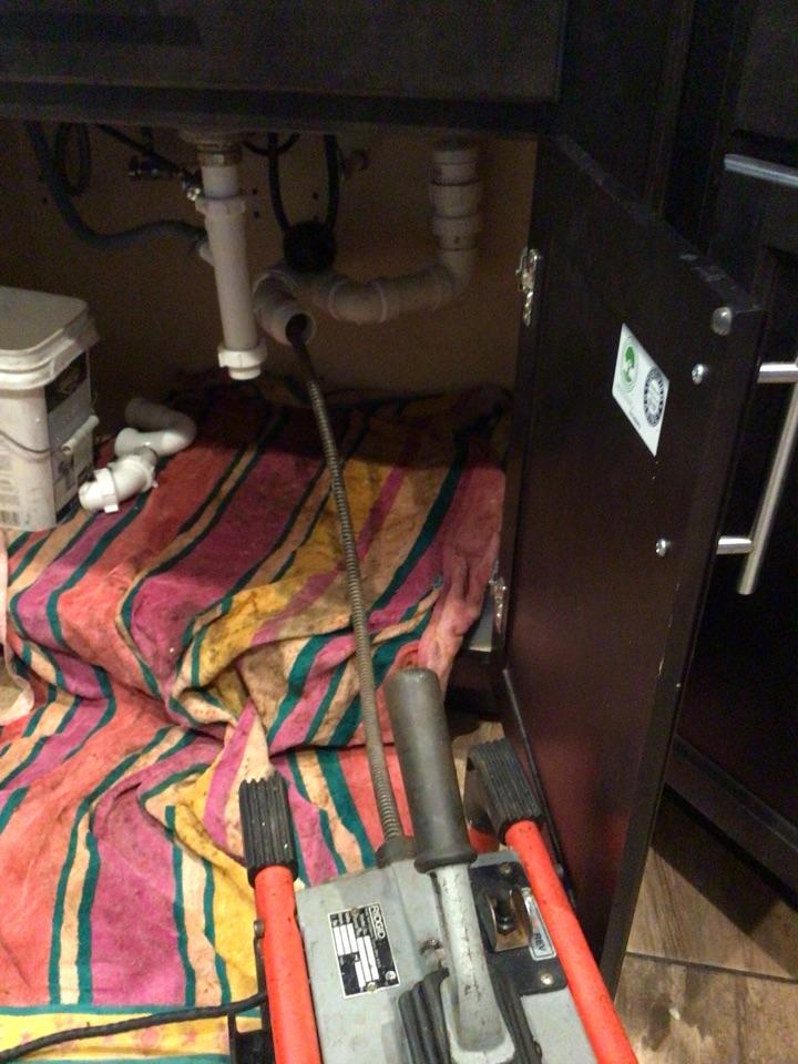 Deltona, FL - Client have kitchen sink drain clogged, i cleaner the kitchen sink drain with my drain cleaner machine.