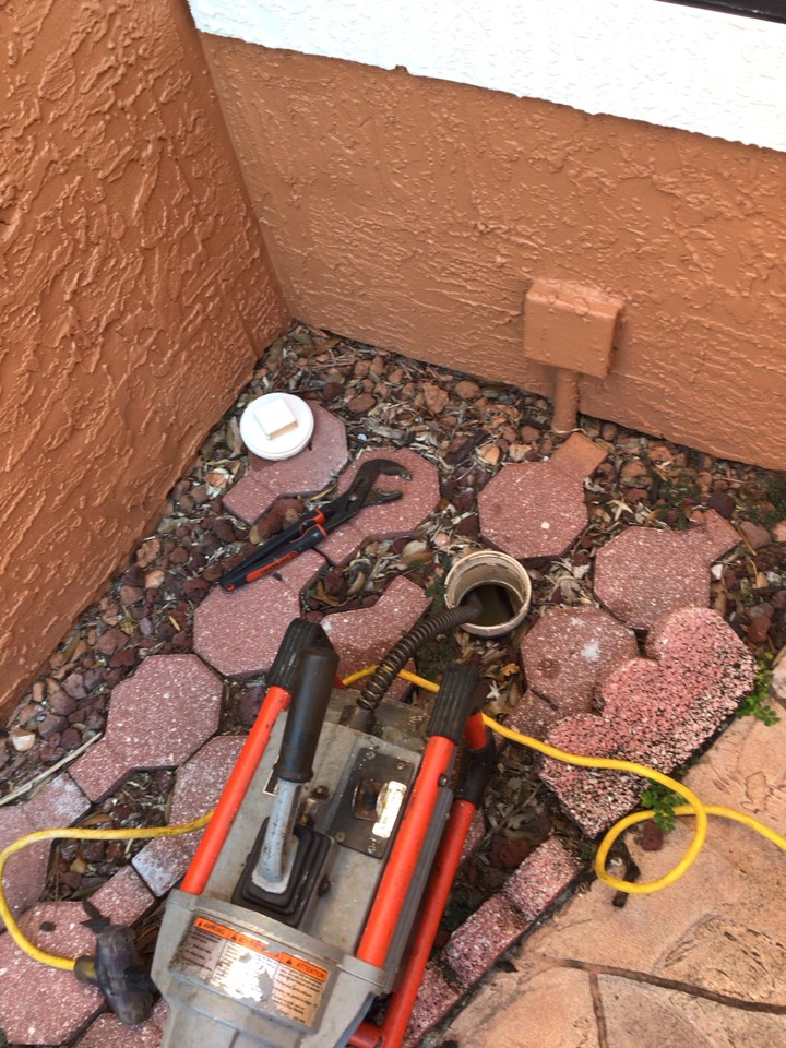 Longwood, FL - Client have main drain line clogged, cleaner the drain line with my drain cleaner machine.