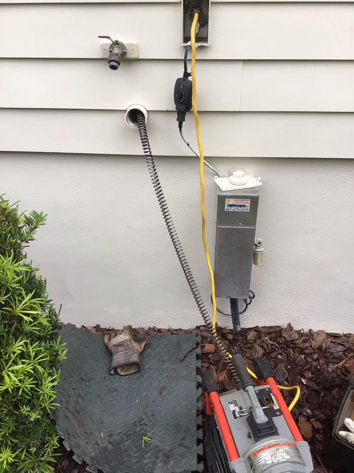 Lake Mary, FL - Client have one bathroom drain clogged, i cleaner the drain line with my drain cleaner machine and everything is working back properly.