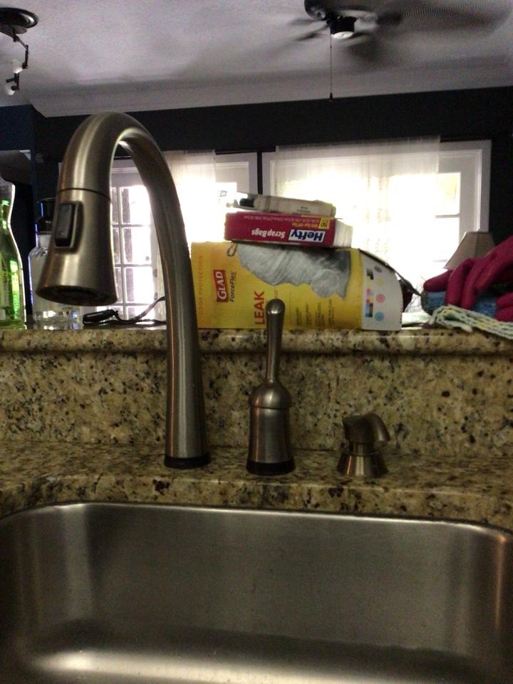 Winter Park, FL - I install new kitchen faucet.