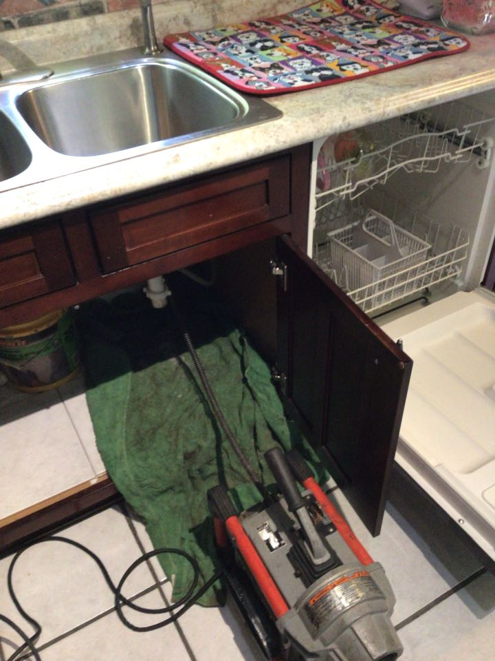 Lake Mary, FL - Client have kitchen sink drain clogged, i cleaner the kitchen sink drain with my drain cleaner machine.