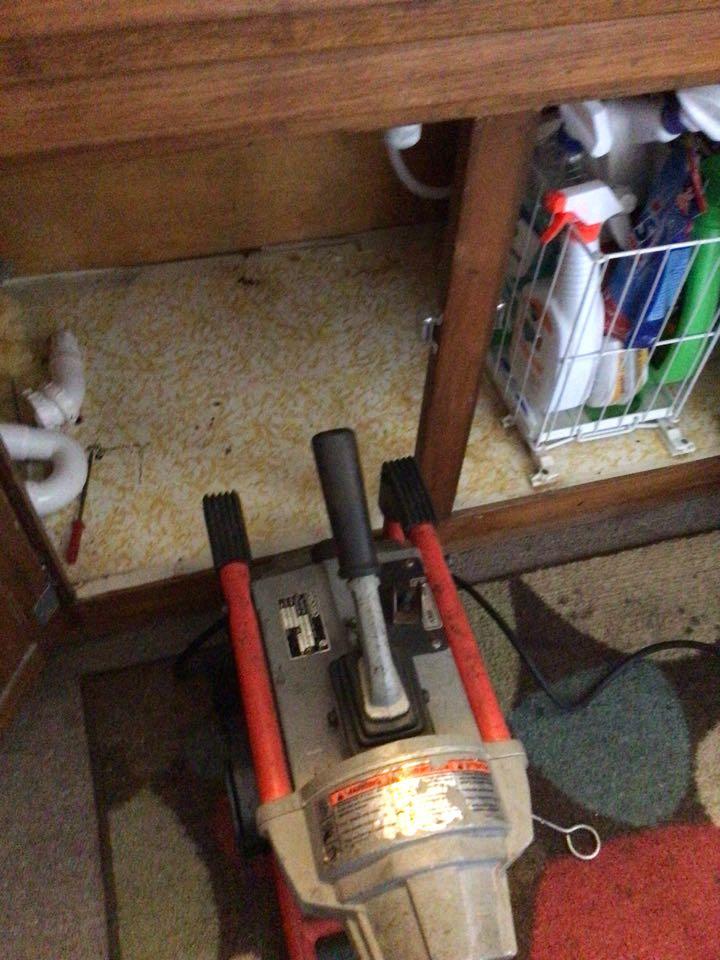 Sanford, FL - Client have kitchen sink drain clogged, i cleaner the kitchen sink drain with my drain cleaner machine.