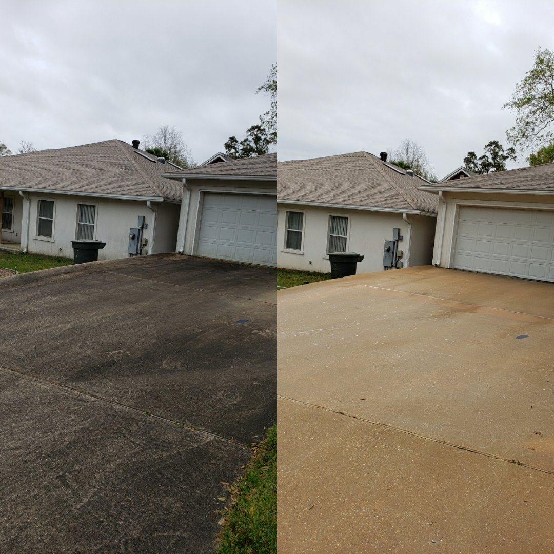 House wash and driveway cleaning in Pensacola.
