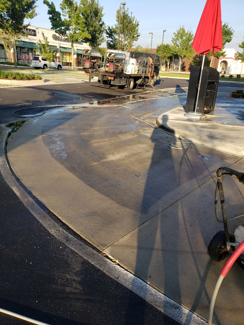 Drive-thru & sidewalk cleaning in Pensacola
