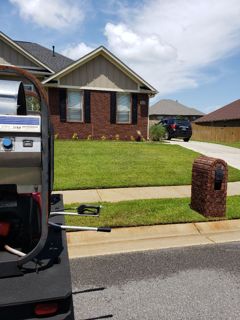 House washing, fence cleaning & driveway cleaning in Cantonment.