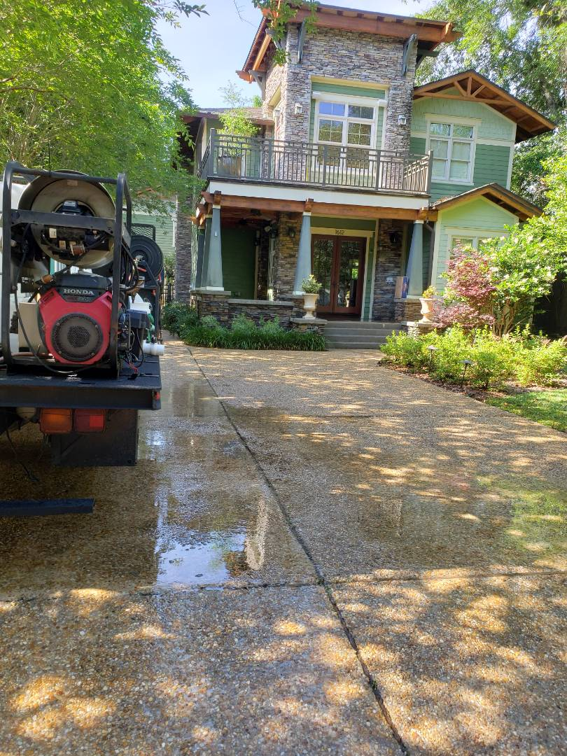 House Washing & concrete cleaning in Pensacola
