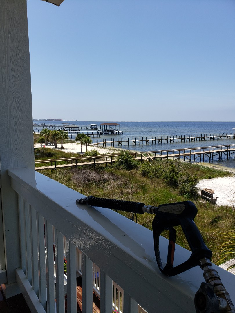 House washing and driveway cleaning in Gulf Breeze.