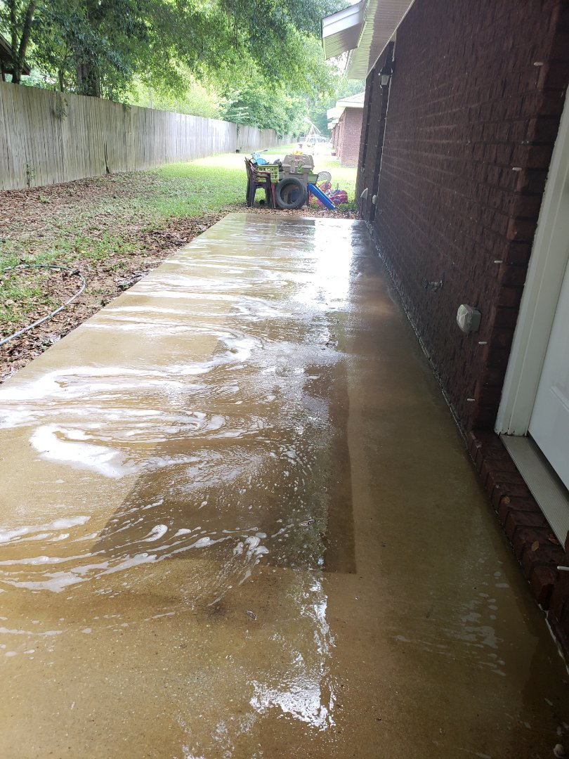 Duplex building & concrete cleaning in Pensacola