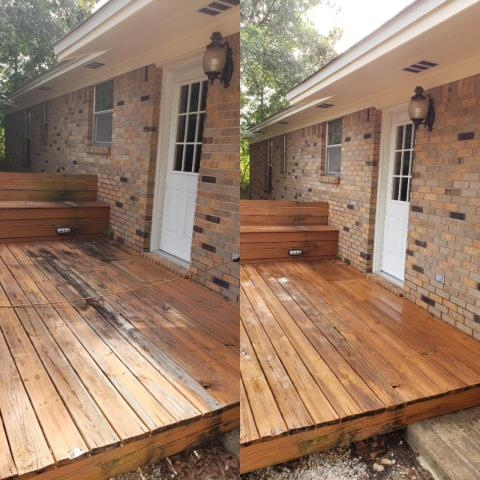 House washing & deck cleaning in Gulf Breeze.