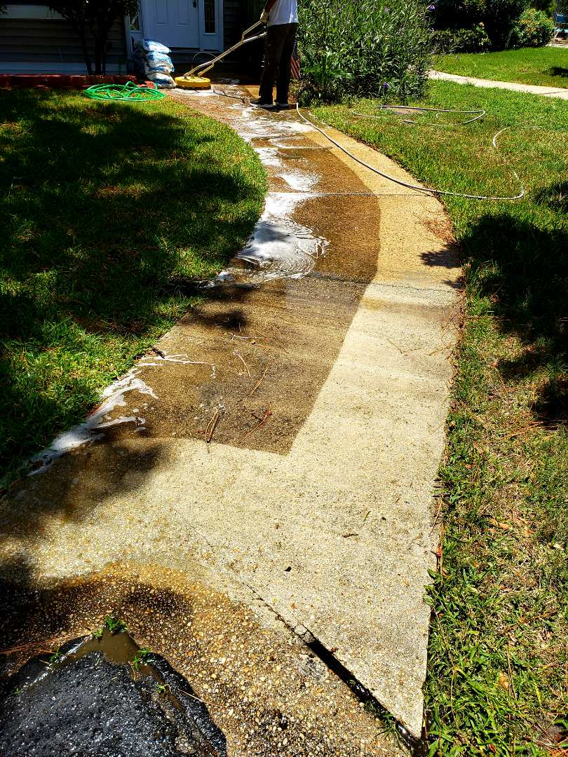 House washing & sidewalk cleaning in Gulf Breeze.