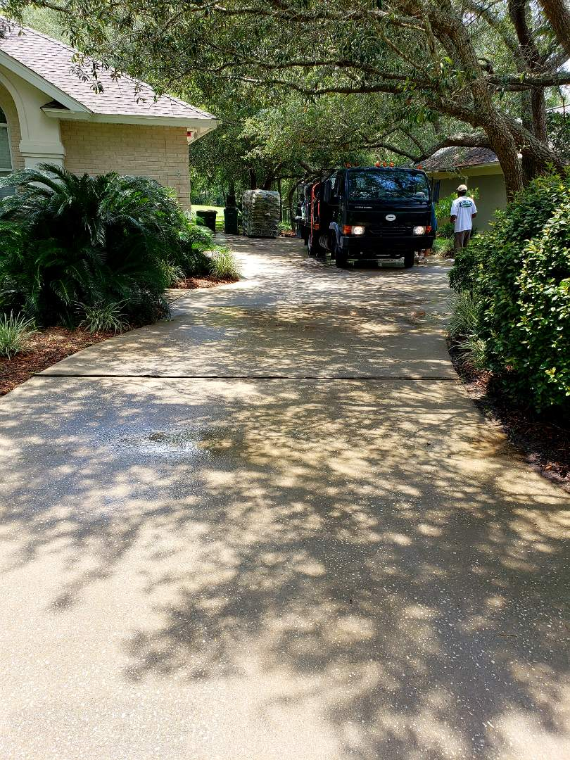 House washing & concrete cleaning in Gulf Breeze