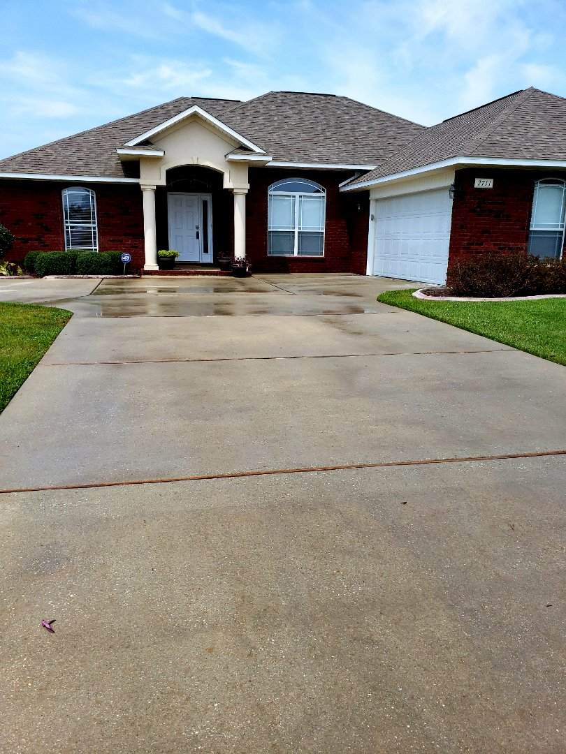House washing & concrete cleaning in Cantonment.