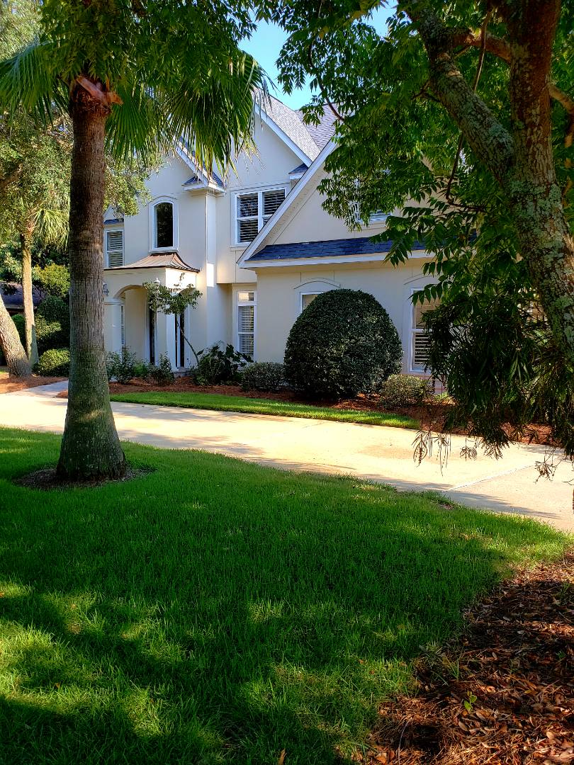 House washing & concrete cleaning in Gulf Breeze.