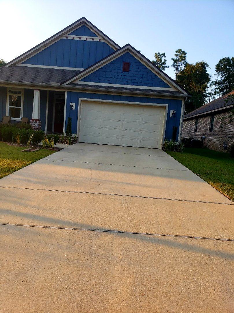 Driveway cleaning in Pensacola.