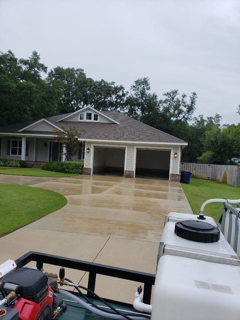 Gulf Breeze, FL - House Washing and concrete cleaning in Gulf Breeze.