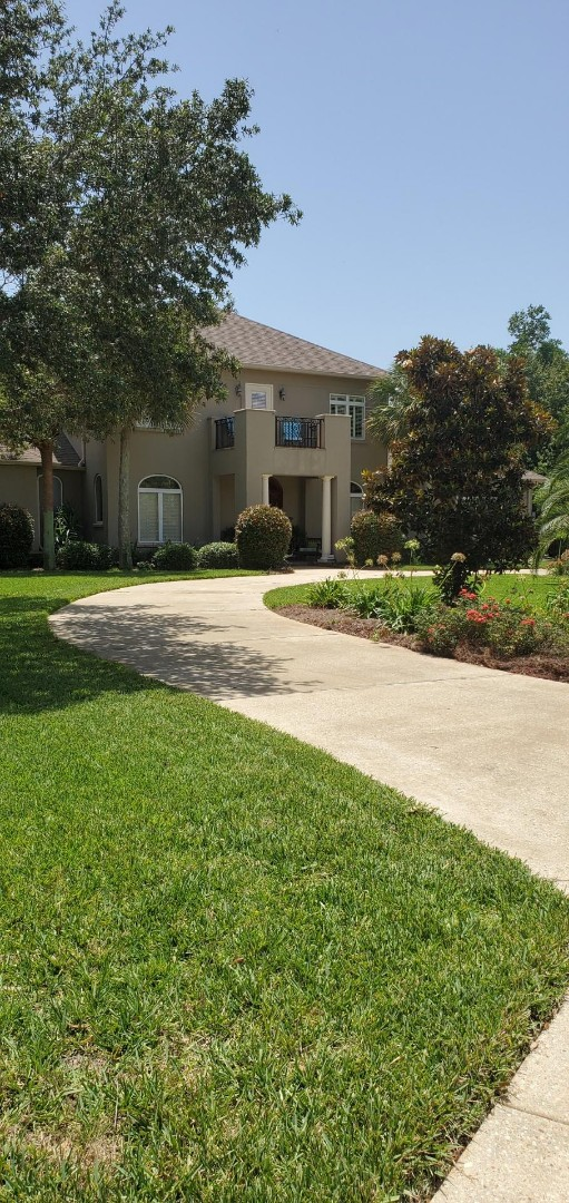 Gulf Breeze, FL - Driveway cleaning in Gulf Breeze.
