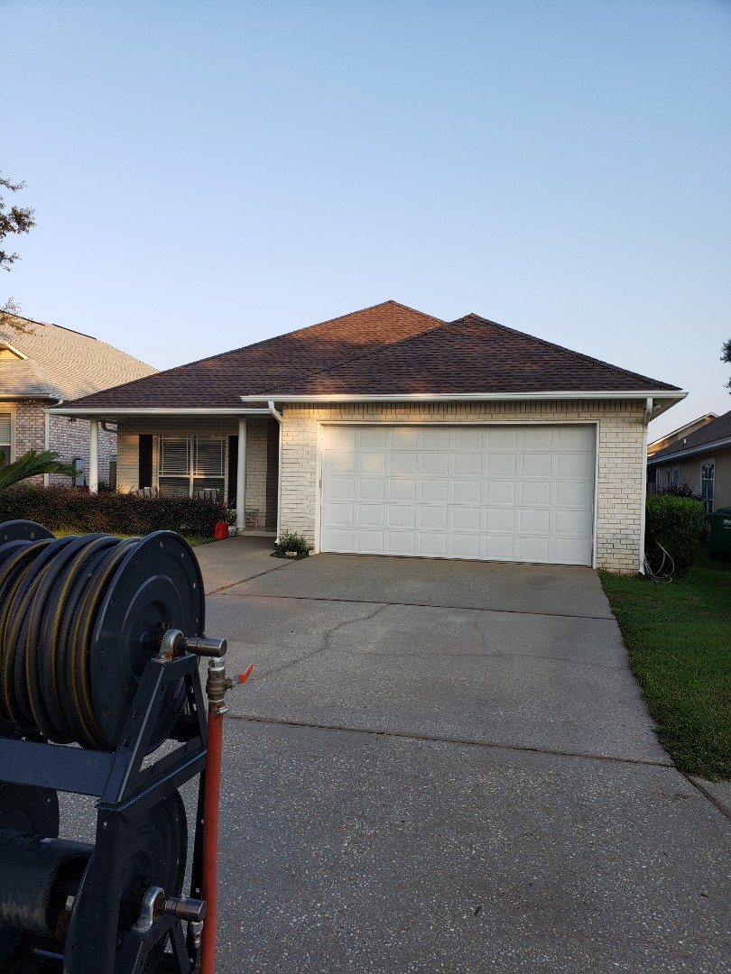 Gulf Breeze, FL - House washing and concrete cleaning in Gulf Breeze