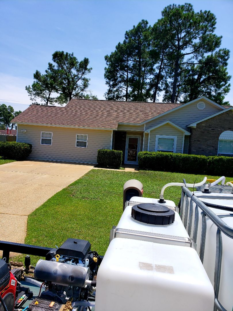 Pensacola, FL - House & concrete cleaning in Pensacola.