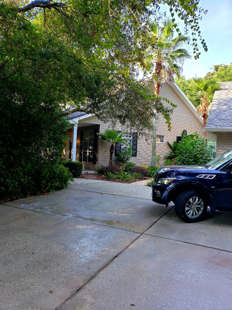Pensacola, FL - House washing and driveway cleaning in Gulf Breeze