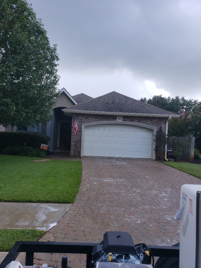 Gulf Breeze, FL - Power washing house and pressure washing concrete in Gulf Breeze.