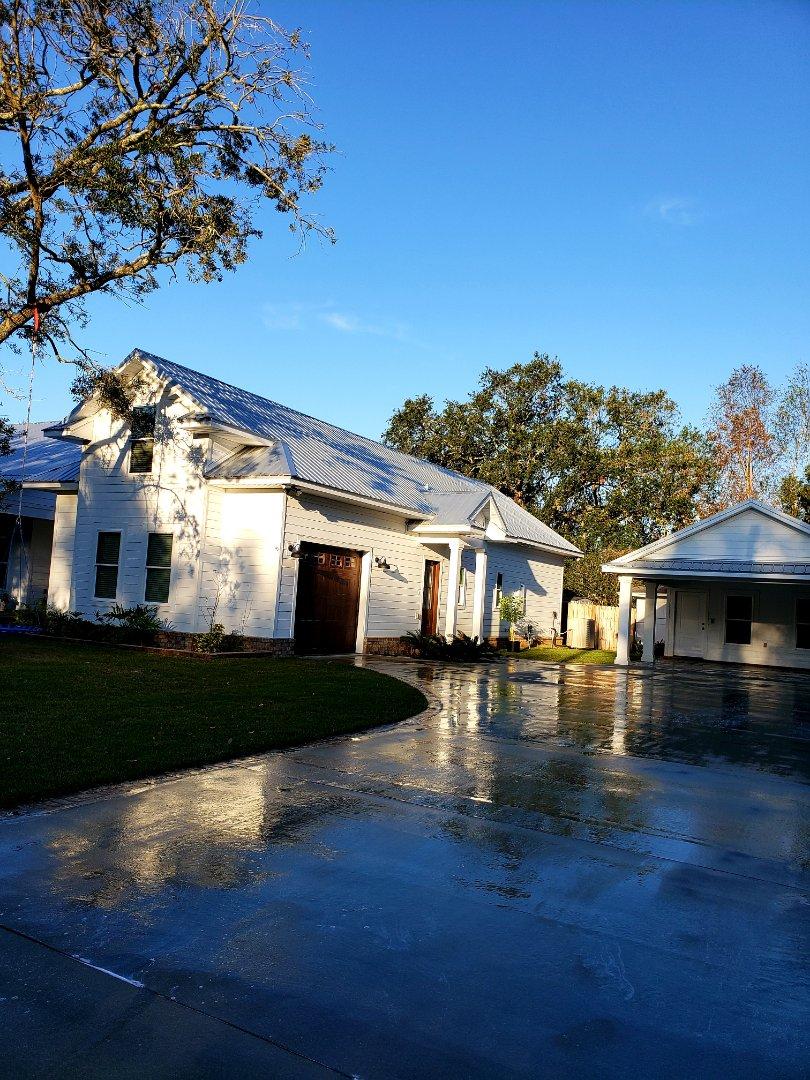 Pensacola, FL - Pressure washing house & driveway.