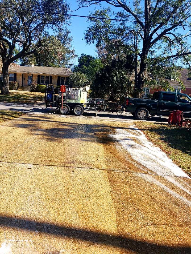 Pensacola, FL - Pressure washing driveway