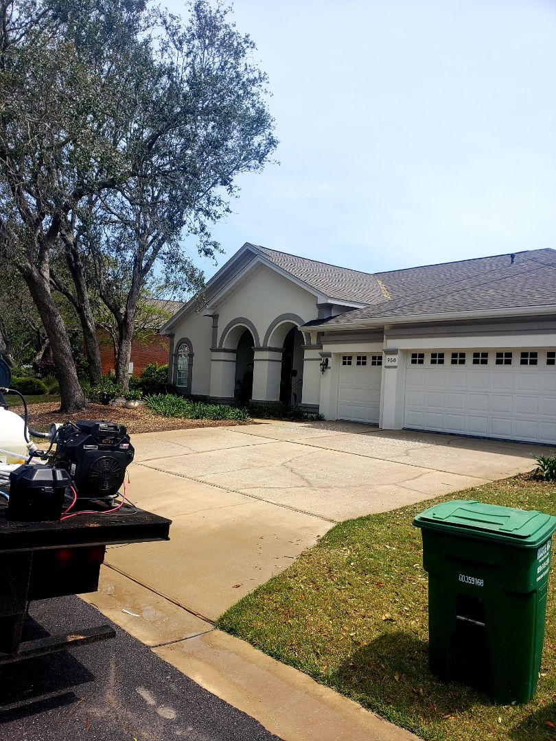 House washing and concrete cleaning