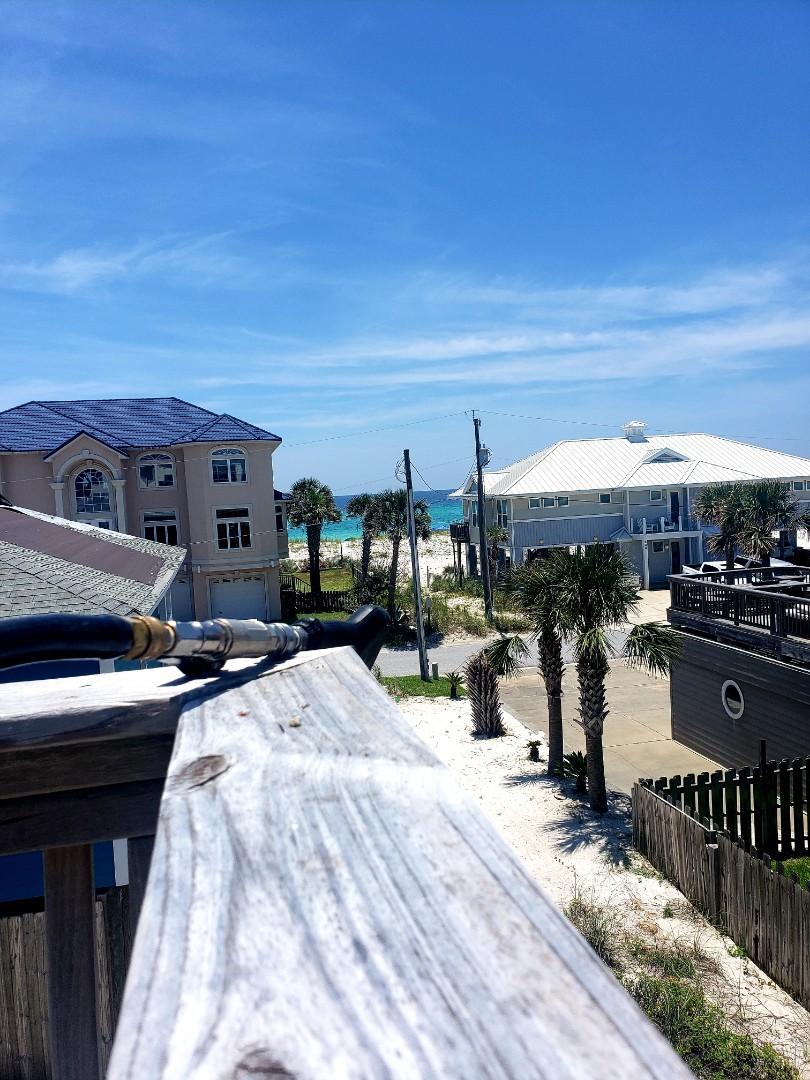 Pensacola Beach, FL - House washing, deck & driveway cleaning