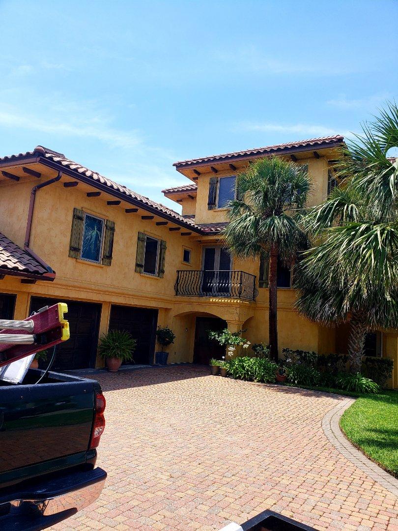 Gulf Breeze, FL - House washing