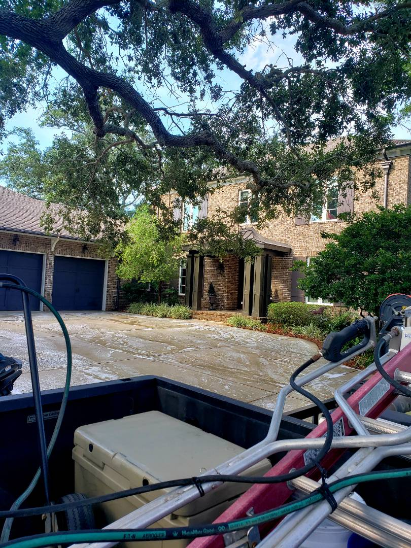 Gulf Breeze, FL - House & concrete cleaning