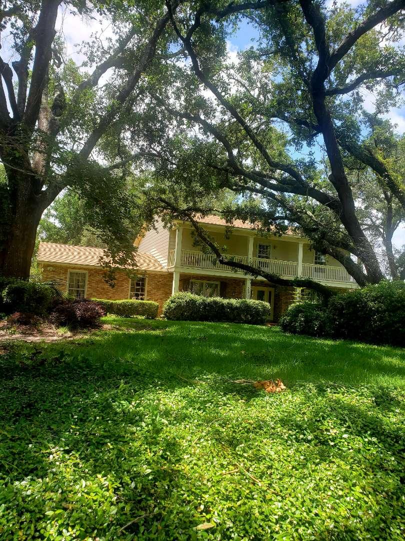 Pensacola, FL - House & concrete cleaning