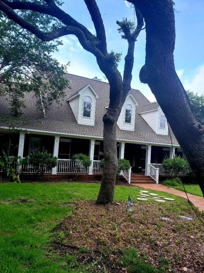 Gulf Breeze, FL - House, pool deck & sidewalk cleaning