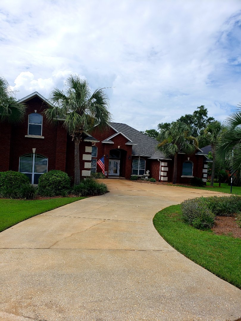 Pace, FL - House & driveway cleaning