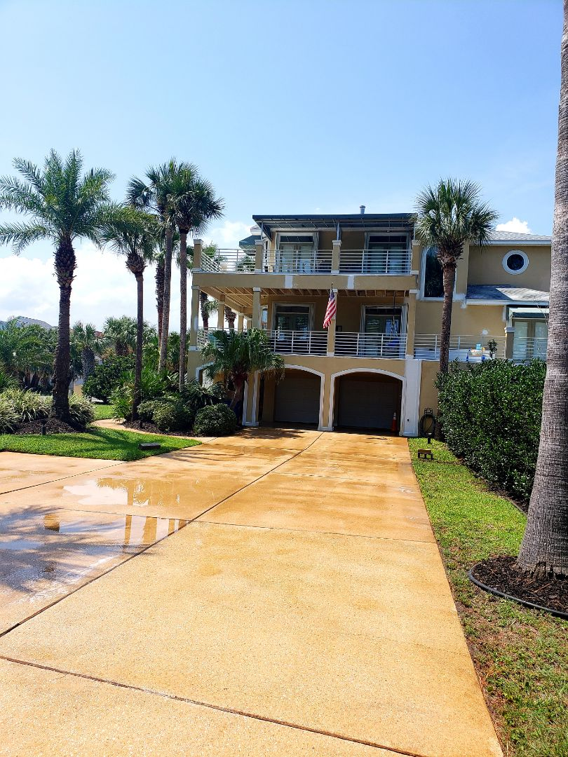 Gulf Breeze, FL - House washing & concrete cleaning