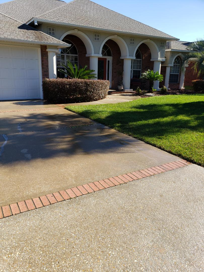 House washing & driveway cleaning in Pensacola.