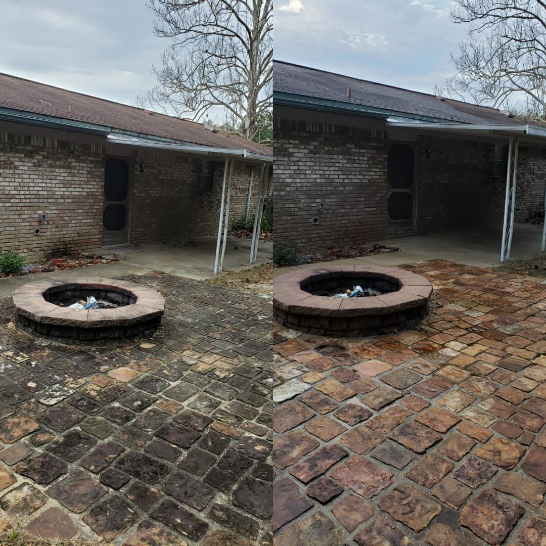 House wash & concrete cleaning in Pensacola.