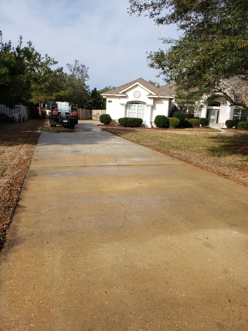 House, pool deck and driveway Washing in Gulf Breeze.