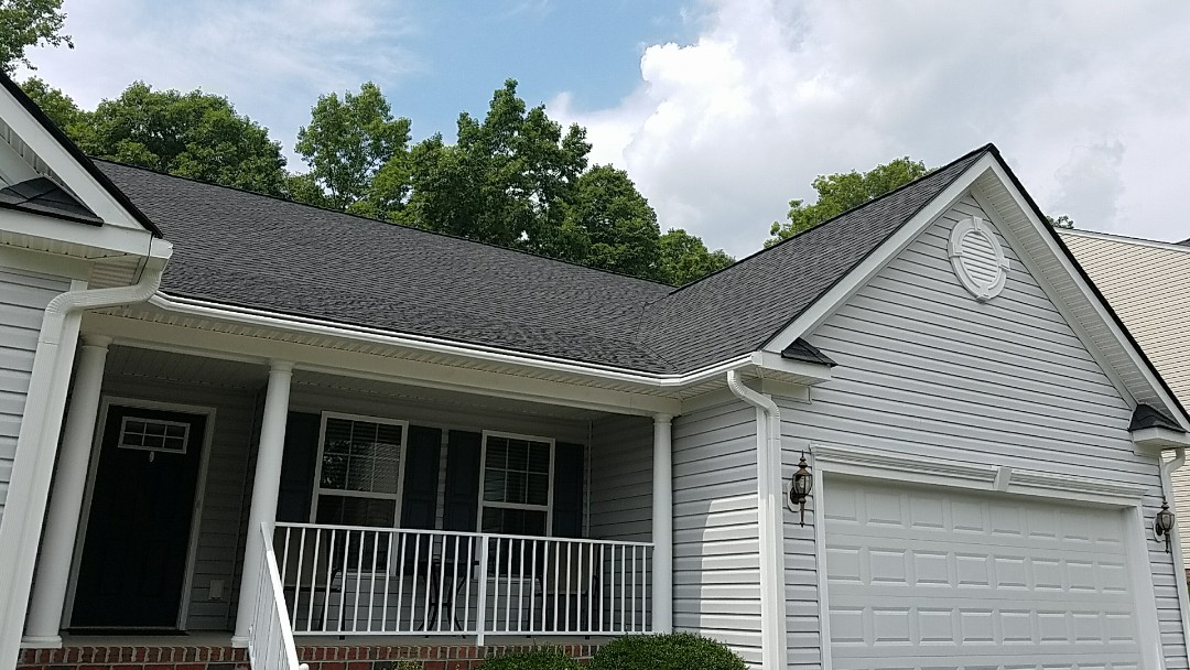 Chester, VA - New GAF Golden pledge roof and LeafGuard gutter system