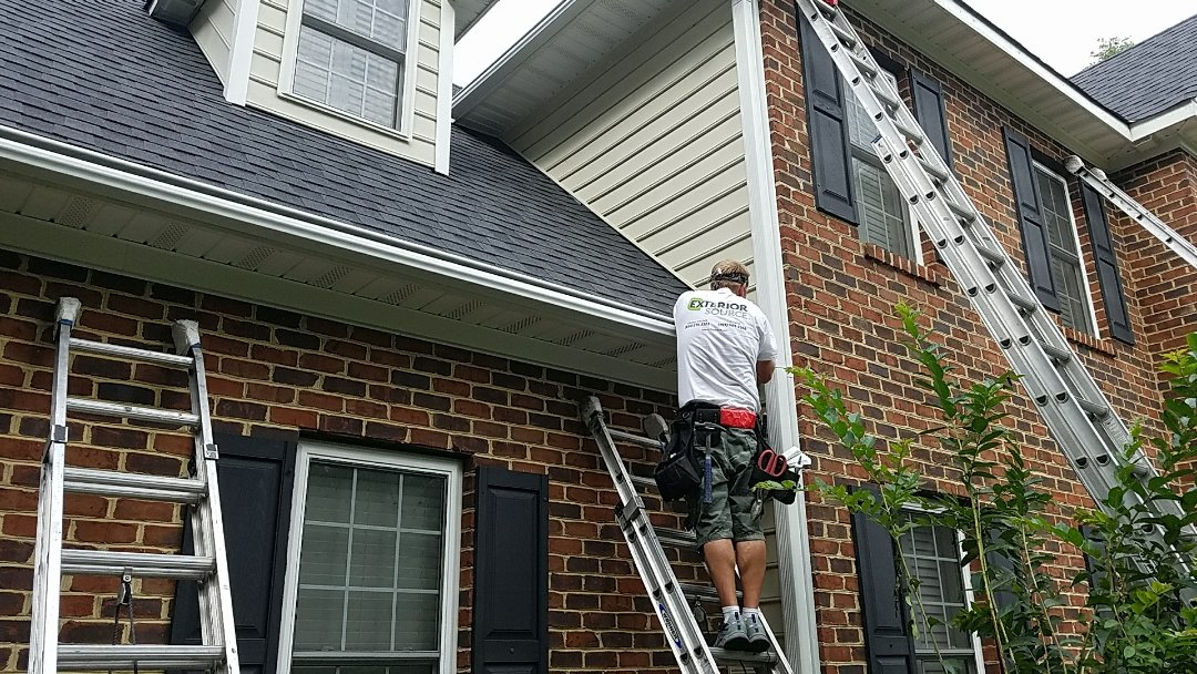 Chesterfield, VA - LeafGuard gutter being installed in Chesterfield