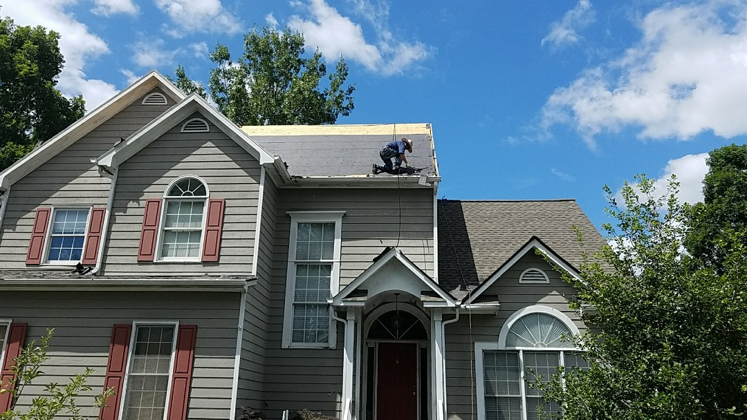 Chester, VA - New GAF Golden pledge roof being installed