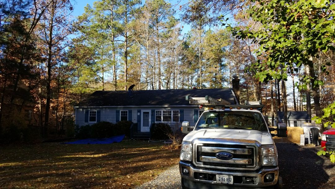 Ruther Glen, VA - Tearing off old roof to install a brand new GAF roof  in Ruther Glen Va.