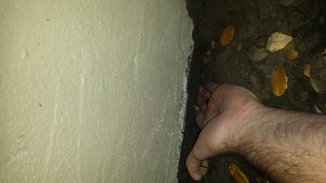 Clearwater, FL - Ouch..No footer found during structural inspection Clearwater. Good call on Home inspector to notes cracks, even better call on Amy to call for further investigation.