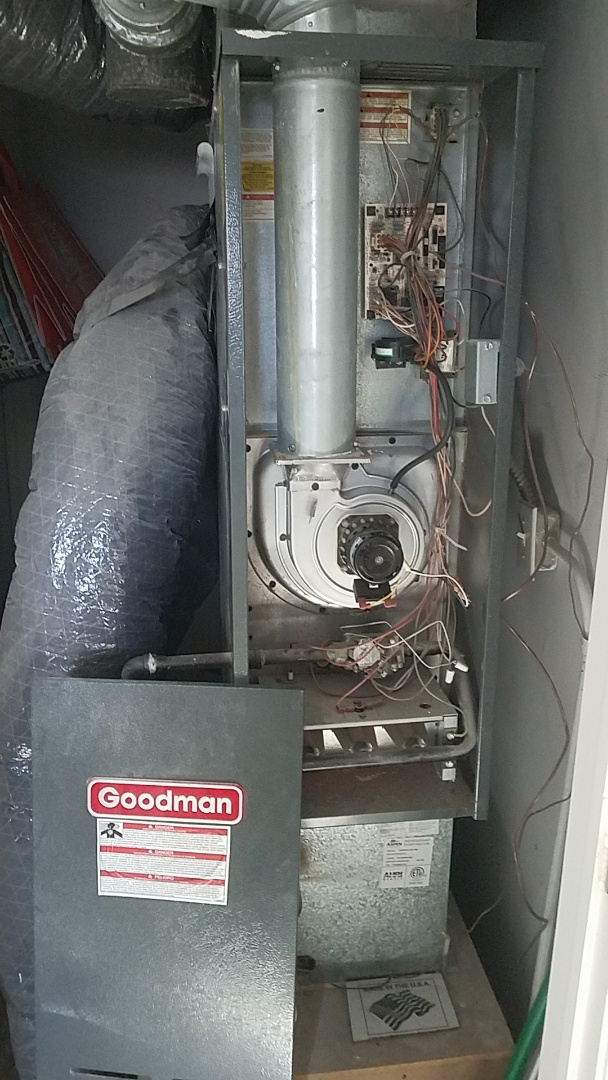 St. Clair Shores, MI - Goodman furnace service.  Circuit board giving open high limit code. That's what happens when dirty filter
