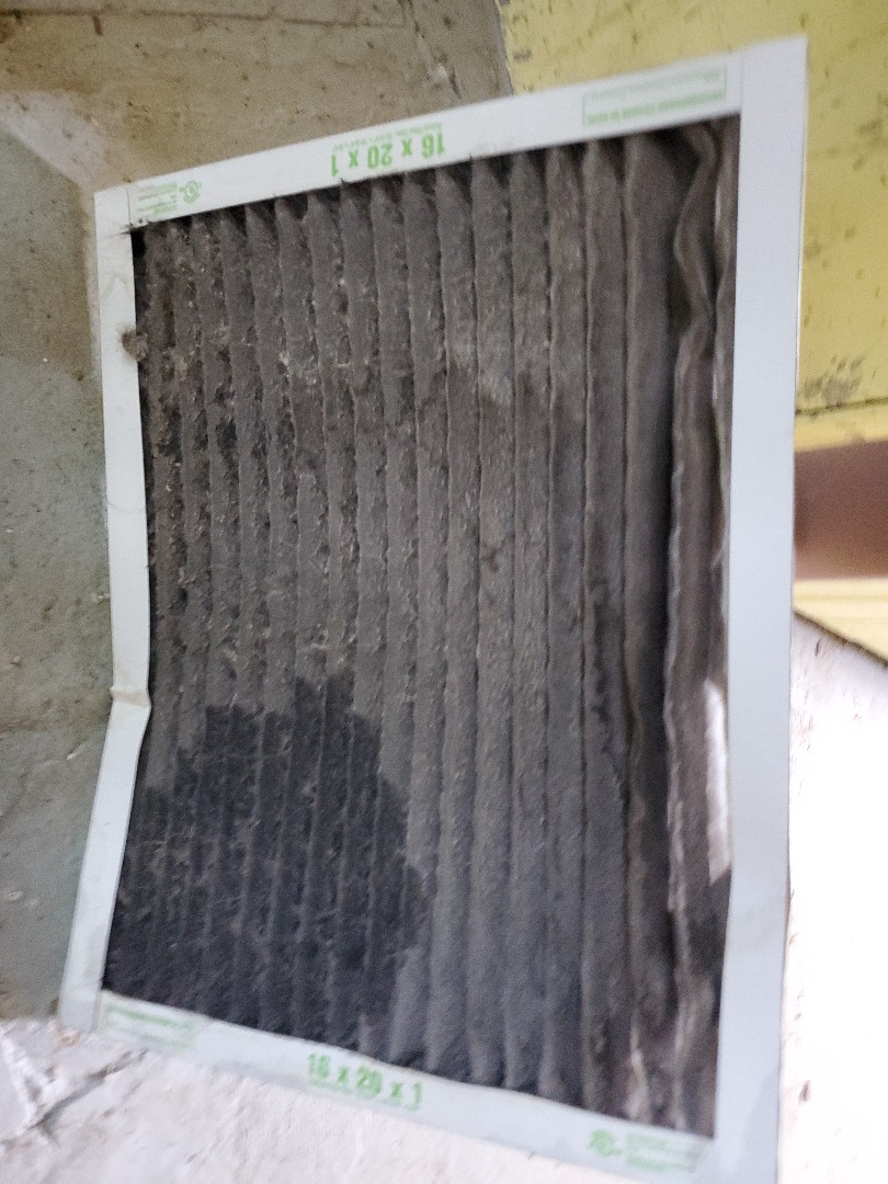 Ferndale, MI - Air conditioning service call on Goodman ac. Dirty filter causing coil to freeze