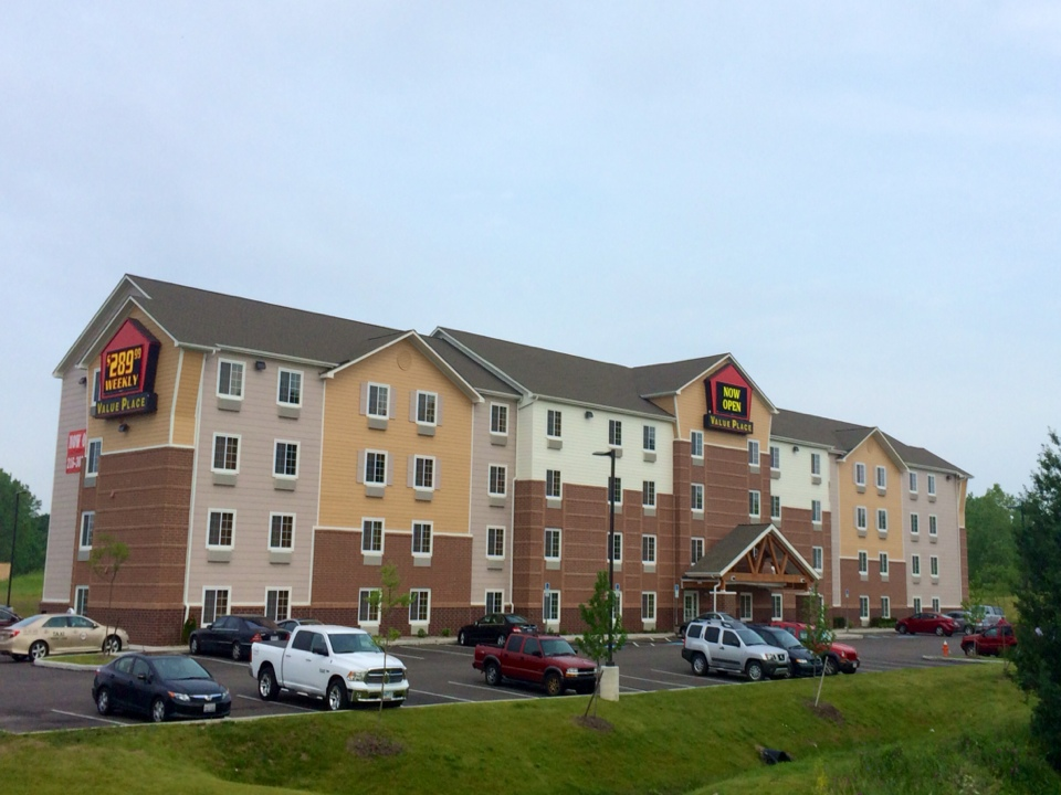 Cleveland, OH - Another successfully completed hotel at the airport.   Here we installed GAF Timberljne Natural Shadow Shingles.   Over the last 2 years Campopiano Roofing has excelled in the Hospitality Market segment completing hotel projects throughout Pittsburgh and Cleveland markets.