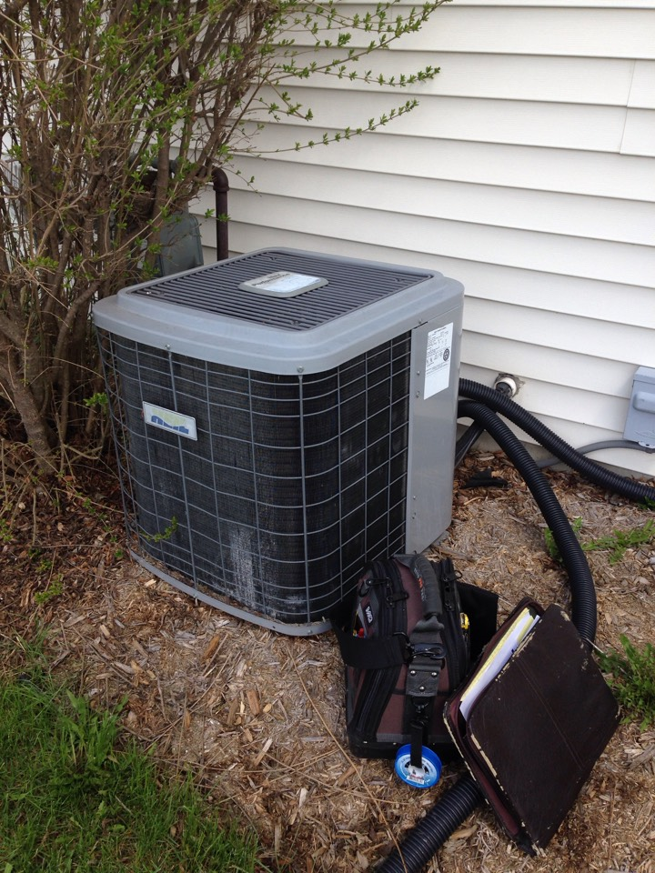 Columbus, WI - Air conditioner inspection on a heil air conditioner