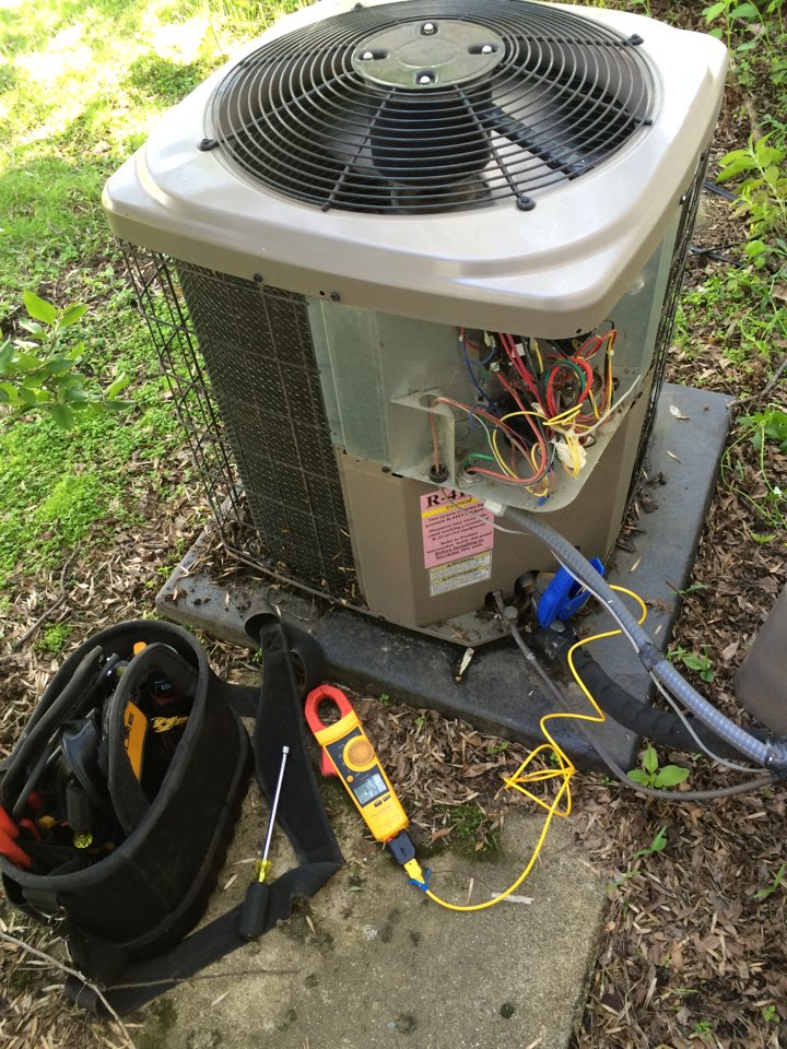 Hazel Green, WI - Clean and tune in a luxaire air conditioner.