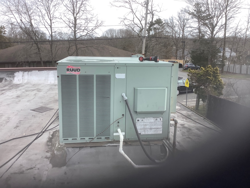 Farmingville, NY - Performed maintenance on one Ruud commercial rooftop unit in Farmingville